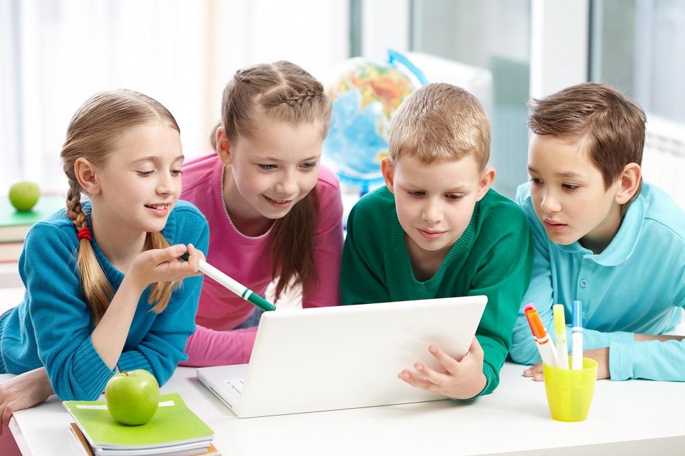 deca gledaju u tablet